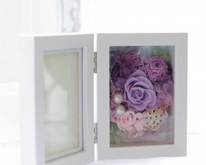 思い出の写真を花と共に