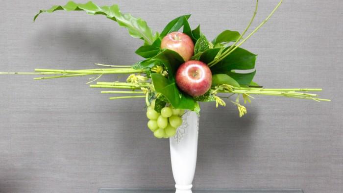 リンゴを葉で包みブドウの香りもいっぱいです。