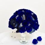 Yukieさん作品 バラを35本贅沢に使い クリスタル製の器とアクセントの飾りがキラキラ光り 豪華です。